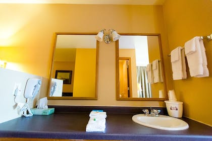 Bathroom | Cranberry Country Lodge