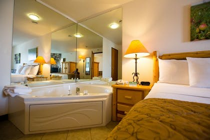 Jetted Tub | Cranberry Country Lodge