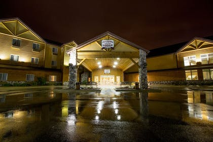 Hotel Front - Evening/Night | Cranberry Country Lodge