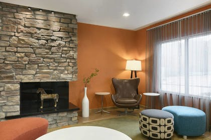 Lobby | Fairfield Inn & Suites by Marriott Smithfield Selma/I-95