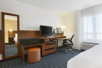Guestroom | Fairfield Inn & Suites by Marriott Smithfield Selma/I-95