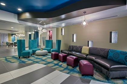 Lobby | Holiday Inn Express Hotel & Suites, Carlisle-Harrisburg Area