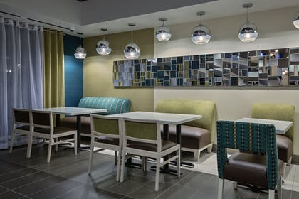 Restaurant | Holiday Inn Express Hotel & Suites, Carlisle-Harrisburg Area