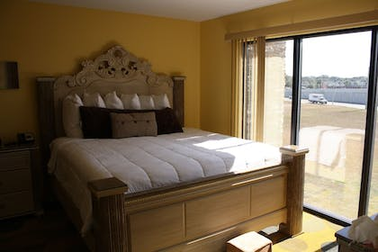 | Executive Suite, 1 King Bed | Marble Waters Hotel & Suites