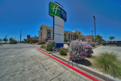 Property Grounds   Holiday Inn Express Hotel & Suites Lubbock South