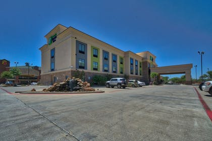Hotel Front | Holiday Inn Express Hotel & Suites Lubbock South