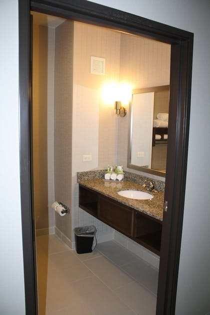 Room | Holiday Inn Express & Suites Wichita Northeast