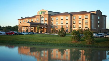 Exterior | Holiday Inn Express & Suites Wichita Northeast