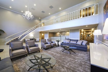 Lobby Sitting Area | Cooper Hotel Conference Center & Spa