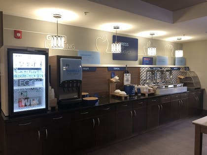 Breakfast Area | Holiday Inn Express Hastings