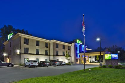 Exterior | Holiday Inn Express Hastings