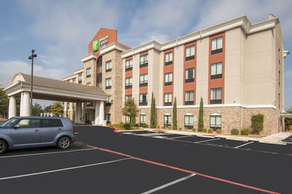 Parking | Holiday Inn Express & Suites San Antonio SE By At&t Center
