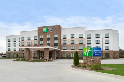 Featured Image   Holiday Inn Express Hotel & Suites Monroe