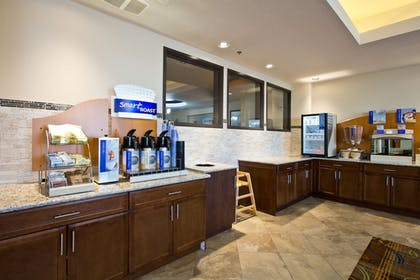 Restaurant | Holiday Inn Express Hotel & Suites Denver East-Peoria Street