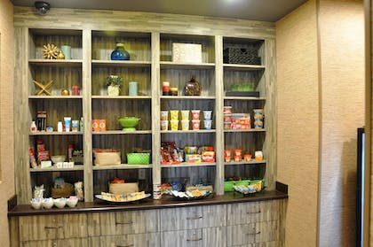 Snack Bar | Holiday Inn Express Perry-National Fairground Area