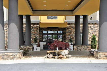 Exterior | Holiday Inn Express Perry-National Fairground Area