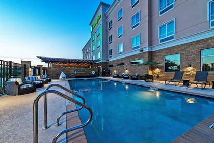 Outdoor Pool | Holiday Inn Austin Airport