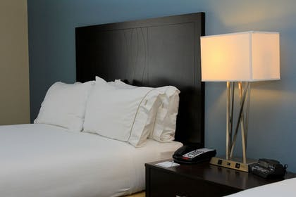 Room | Holiday Inn Express & Suites Floresville