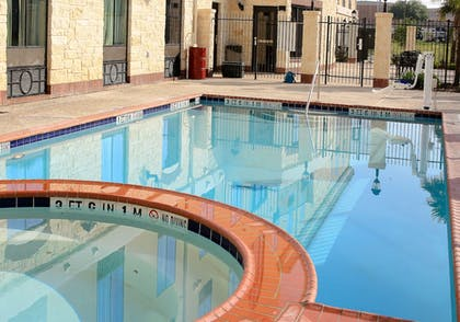 Pool | Holiday Inn Express & Suites Floresville