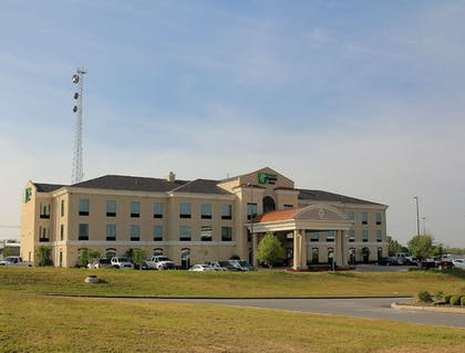 Featured Image | Holiday Inn Express & Suites Floresville