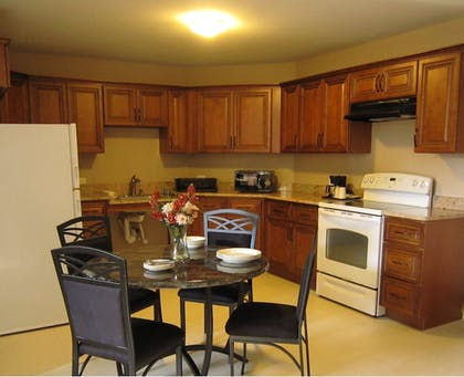 In-Room Kitchen | Red Carpet Inn And Suites Monmouth Jtc