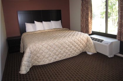 Guestroom | Red Carpet Inn And Suites Monmouth Jtc