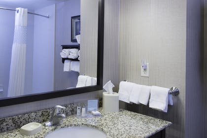 Guestroom | Hampton Inn & Suites Bismarck Northwest
