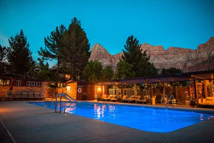Outdoor Pool | Cliffrose Lodge & Gardens at Zion Natl Park