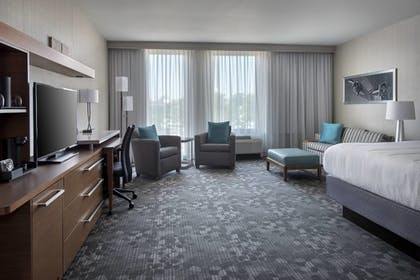Guestroom | Courtyard Philadelphia South at The Navy Yard