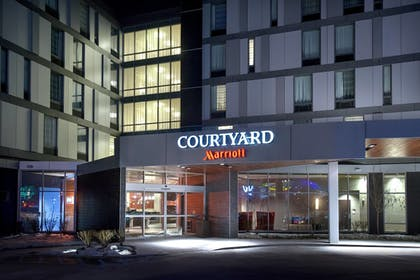 Hotel Entrance | Courtyard Philadelphia South at The Navy Yard