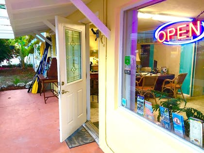 Interior Entrance | The Pelican Key Largo Cottages