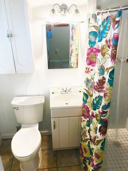 Bathroom | The Pelican Key Largo Cottages
