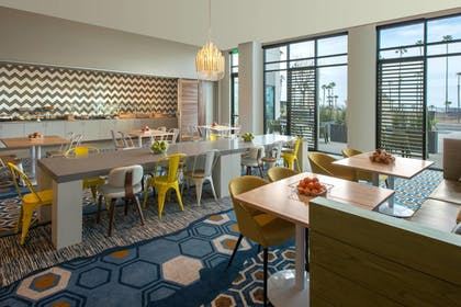 Restaurant | SpringHill Suites by Marriott San Diego Oceanside/Downtown
