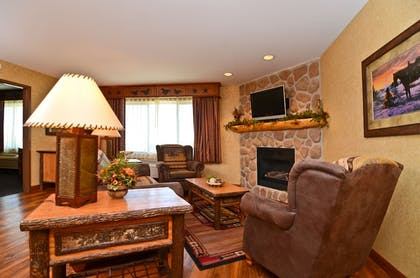 Fireplace | Best Western Plus Kelly Inn & Suites