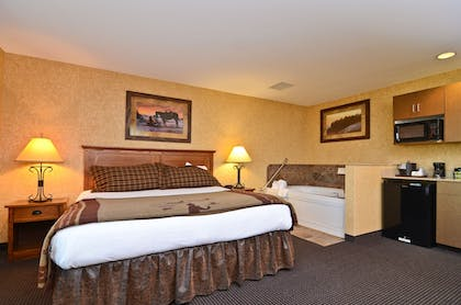 Guestroom | Best Western Plus Kelly Inn & Suites
