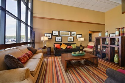 Lobby Sitting Area | Best Western Kelly Inn