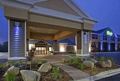 Featured Image | Holiday Inn Express & Suites Willmar