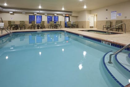 Pool | Holiday Inn Express & Suites Willmar