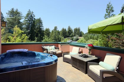Outdoor Spa Tub | Applewood Inn and Spa