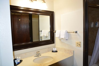 Bathroom | Best Western Red Hills