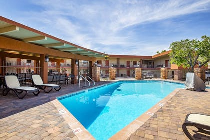 Pool | Best Western Red Hills