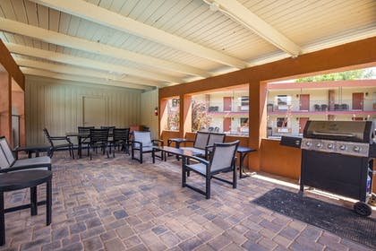 BBQ/Picnic Area | Best Western Red Hills