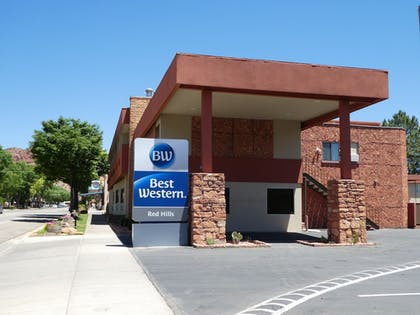 Hotel Entrance | Best Western Red Hills