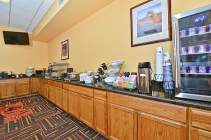 Breakfast Area | Best Western Red Hills