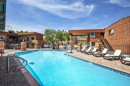 Outdoor Pool | Best Western Red Hills