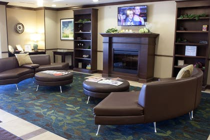 Lobby Sitting Area | Candlewood Suites Youngstown W I-80 Niles Area