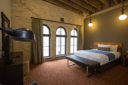 Guestroom | The Brewhouse Inn & Suites