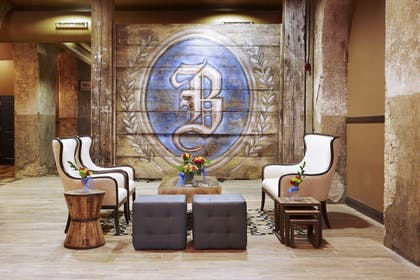 Lobby Sitting Area | The Brewhouse Inn & Suites
