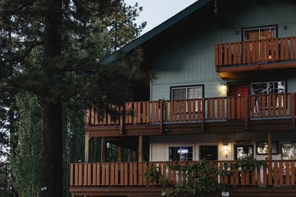Front of Property   Honey Bear Lodge & Cabins