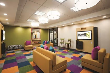 Lobby Sitting Area | Home2 Suites by Hilton Long Island City